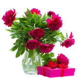 Peony flowers in vase with gift box — Stock Photo