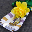 Cutlery serving with one daffodil flower — Stock Photo
