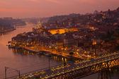 Vecchia città di oporto, al tramonto, portogallo — Foto Stock