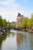 Most ve starém městě z amsterdamu — Stock fotografie