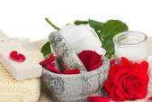 Configuración de spa con rosas en blanco — Foto de Stock