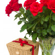 Bouquet of scarlet roses in vase with gift basket — Stock Photo #30129685