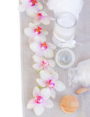 Spa settings with pink orchideas and aroma candle — Stock Photo