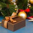 X-max gift box under fir tree — Stok fotoğraf