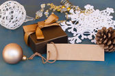 Gift box with decorations and empty tag — Stockfoto