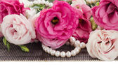 Eustoma różowe kwiaty i perły granicy — Zdjęcie stockowe