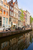 Old houses on canal, Amsterdam — Stock Photo