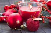 Christmas red decorations woth glowing candle — Zdjęcie stockowe
