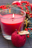 Rote weihnachtskerze — Stockfoto