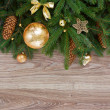 Foto Stock: Golden decorations green fir tree border