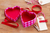 Empty box in heart shape — Stockfoto