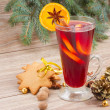 Mulled wine and gingerbread — Stock Photo