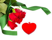 Red roses and glass heart — Stock Photo