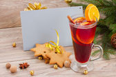 Mulled wine and gingerbread cookies with card — Stock Photo