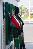 Las bombas de la estación de gasolina cerca — Foto de Stock