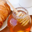Honey jar with dipper close up — Stock Photo #40150949