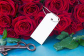 Crimson roses with empty tag — Stock Photo