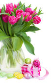 Pink tulips with gift box  and easter eggs — Stock Photo