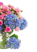Bouquet  fresh pink roses and blue hortensia flowers close up — Stock Photo