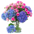 Posy of  pink roses and blue hortensia flowers close up — Stock Photo #45668237