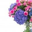 Posy of pink roses and blue hortensia flowers close up — Stock Photo #45770799