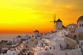 Windmill of Oia at sunset, Santorini — Stock fotografie