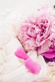 Pink peonies and white wedding dress — Stock Photo