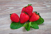 Pile of strawberry on wooden table — Stockfoto