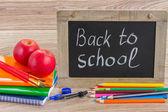 Tablero negro con regreso a la escuela — Foto de Stock