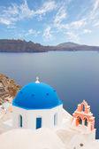 Traditional blue dome with  sea, Santorini — Zdjęcie stockowe