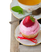 Cupcake with strawberry — Stock Photo