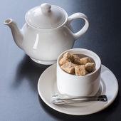 Biały tiapot z cukiernica — Zdjęcie stockowe
