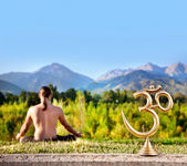 Om statue and meditation — Stock Photo