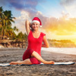 Christmas yoga in tropical beach — Stock Photo