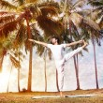 Yoga in tropical India — Stock Photo
