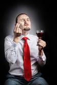 Uomo con un bicchiere di vino — Foto Stock