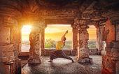 Yoga in Hampi temple — Stock Photo