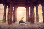 Yoga in Hampi temple — Stock Photo