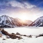 Lago de la montaña de invierno — Foto de Stock