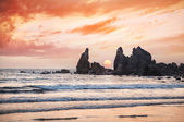 Ocean with rocks at sunset — Stock Photo