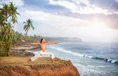 Yoga near the ocean — Stock Photo