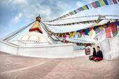 Paar-meditation in der nähe bodnath stupa — Stockfoto