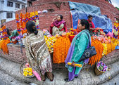 Flower garlands market in Kathmandu — Stock Photo