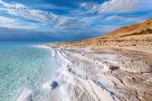 Vista de la costa del mar muerto al atardecer — Foto de Stock