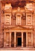Al chazne - ministerstvo financí petra starověkého města, jordánsko — Stock fotografie