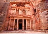 Al khazneh - il tesoro dell'antica città di petra, giordania — Foto Stock