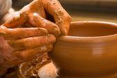 波特,圆上创建瓦罐的手 — 图库照片