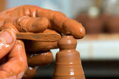 руки поттера, создавая земляной jar — Стоковое фото
