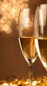 Christmas glasses of Champagne and golden background — Stock Photo