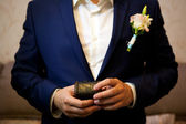 Groom holding a box with rings — Stock Photo
